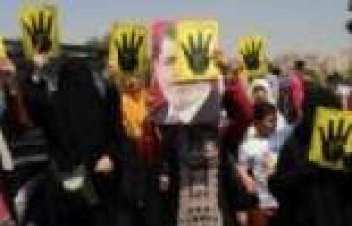 """أنصار """"المعزول"""" بكفر الشيخ ينظمون مسيرات بصور مرسي وشعار """"رابعة"""""""