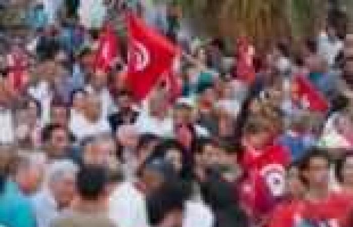 العاملون بالإذاعة التونسية يضربون عن العمل احتجاجًا على التدخل السياسي