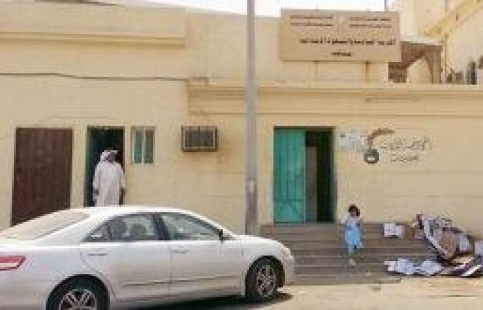 لجنة شرق المحافظة تبدأ توزيع الألف طالب وطالبة