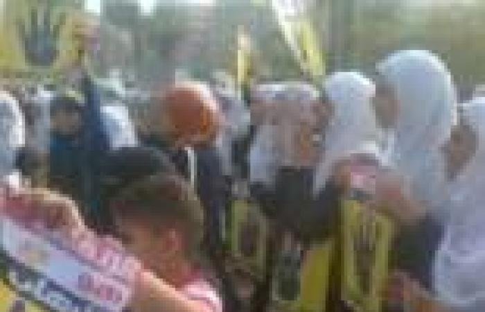 بالصور| مظاهرات أنصار المعزول تشل حركة المرور في أول أيام الدراسة