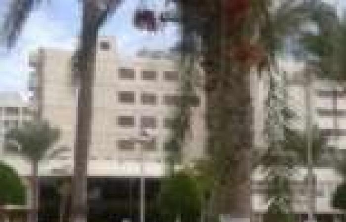 محافظ بورسعيد يعتذر لوالدة تلميذة بعد أن صفعتها مشرفة مدرسة على وجهها