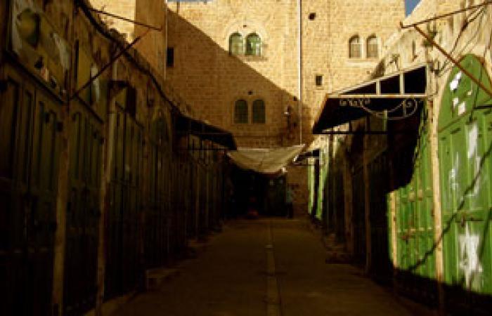 مستوطنون يهاجمون مساكن الفلسطينيين بالخليل عقب وفاة جندى إسرائيلى