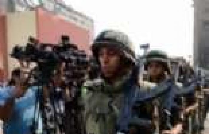 """إصابة مجندين أمام """"التجارة بنات"""" بالمنيا بعد محاولة تهريب متهم بمعاكسة فتاة داخل المدرسة"""