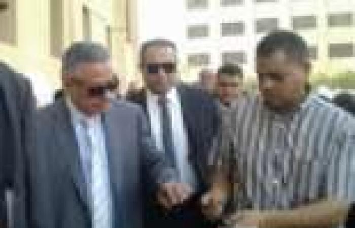 بالصور|  وزير التعليم يتفقد تشغيل أول خط لإنتاج التابلت المصري