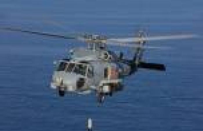 البحرية الأمريكية تعلن انتهاء عمليات البحث بعد سقوط مروحية في البحر الأحمر