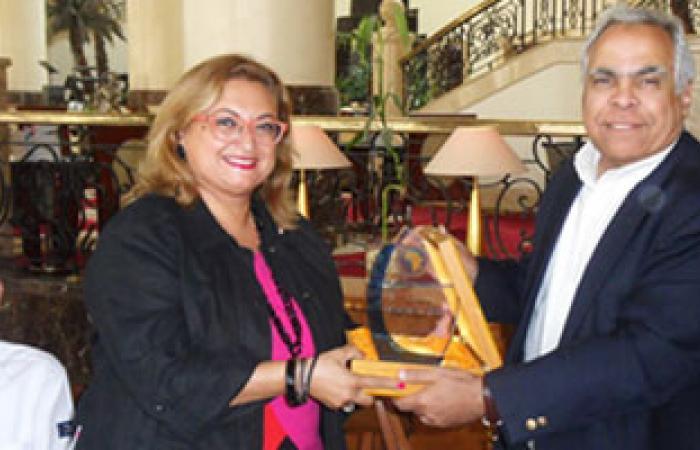 تكريم منال أمين بطلة أفريقيا فى المعلوماتية