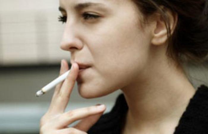 الإقلاع عن التدخين يساهم فى التخلص من مشكلة الشعر الزائد