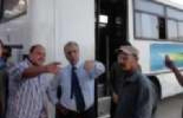 محافظ المنيا يتفقد مشروع النقل الجماعي ويتابع حملة النظافة بحي الجنوب