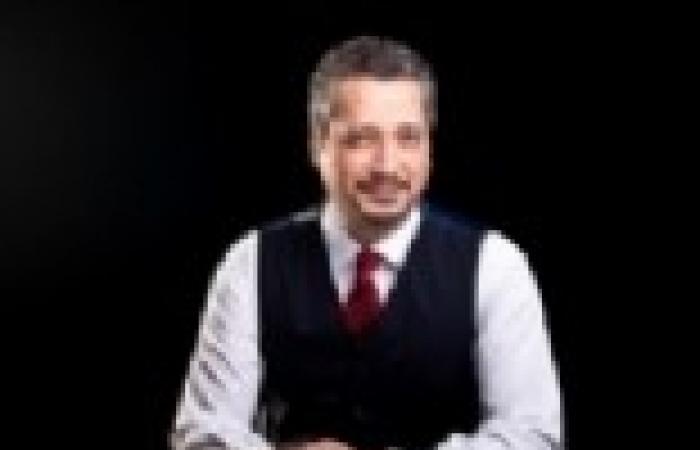 تامر أمين يناقش مع عدد من السياسيين المشكلات اليومية في الشارع المصري