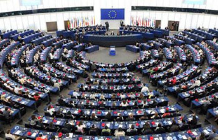 البرلمان الأوروبى يوافق على قواعد زراعة مشددة بعد رعب سليكون الثدى
