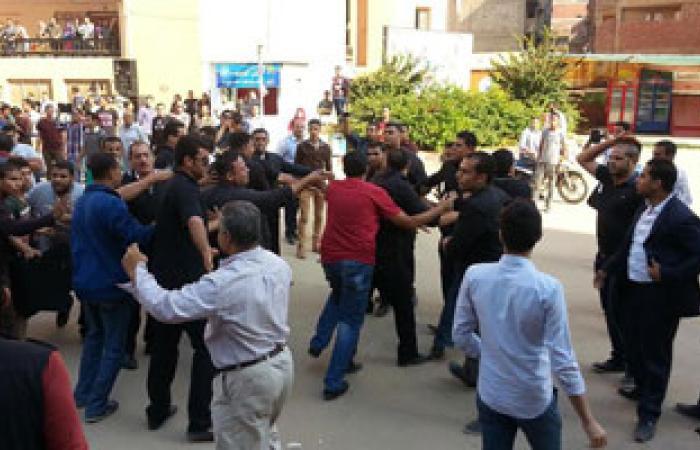 """طلاب المحظورة يقتحمون """"حقوق الزقازيق"""" والأمن يحتجز نجل شقيق """"مرسى"""""""