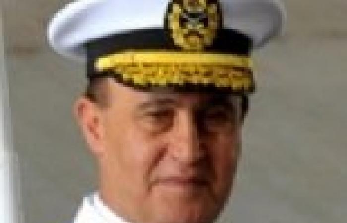 مهاب مميش: استعرضت مع وزير الدفاع إجراءات تأمين المجرى الملاحي لقناة السويس