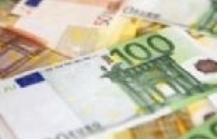 اليورو يسجل أعلى مستوى في عامين فوق 1.3800 دولار