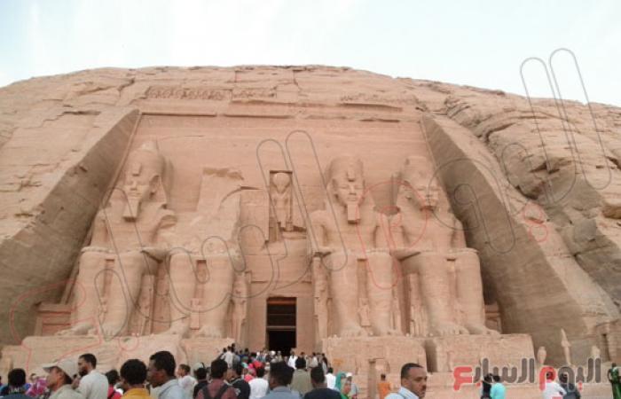 بالصور.. وزير السياحة يحضر فعاليات تعامد الشمس على وجه رمسيس الثانى