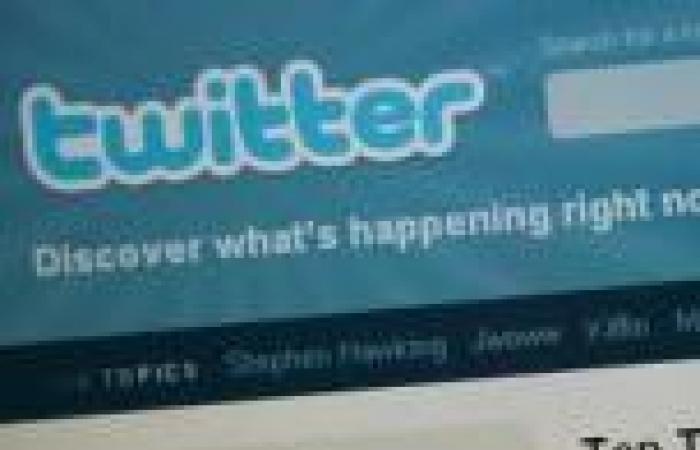 ناشط أمريكي ينشر محادثات لمدير وكالة الأمن القومي السابق عبر «تويتر»