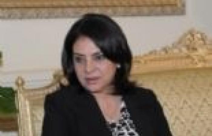 """وزيرة الإعلام تفتح ملف تطوير قناة """"صوت الشعب"""""""
