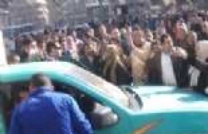 """المئات يتظاهرون ضد """"قانون التظاهر"""" بمنطقة وسط البلد"""