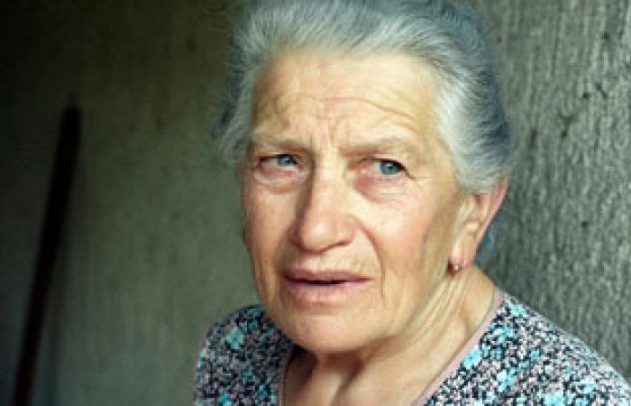 تعكر المزاج واضطرابات الذاكرة والنوم أهم علامات سن اليأس للمرأة