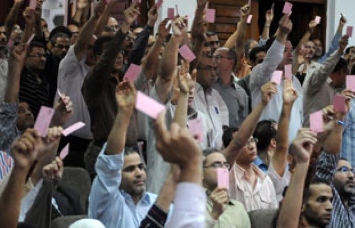 تظاهر عشرات الأطباء أمام النقابة ردا على تصريحات الصحة حول الكادر
