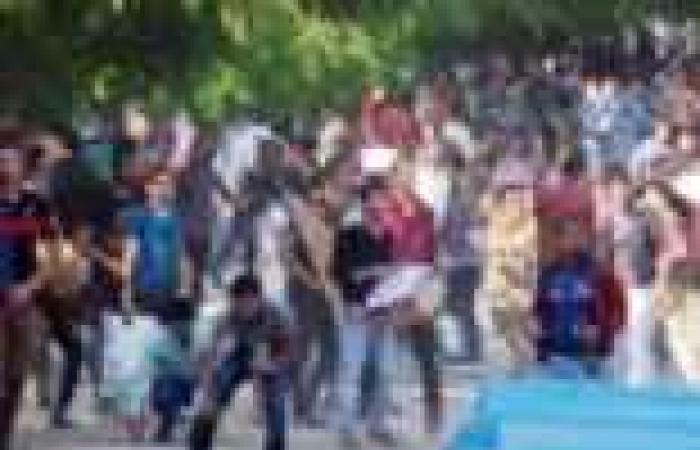 انتشار كثيف للشرطة بمحيط جامعة المنصورة بعد وقوع اشتباكات بين طلاب الإخوان ومعارضيهم