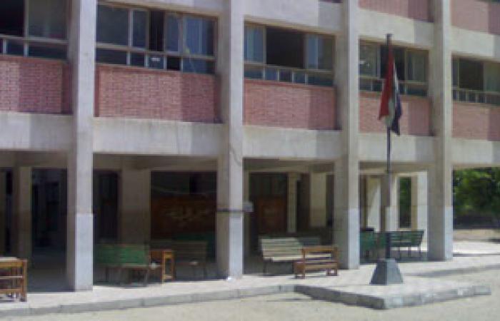 تعليم السويس يشكل لجنة لبحث مشاكل مدرسة عبد المنعم سند