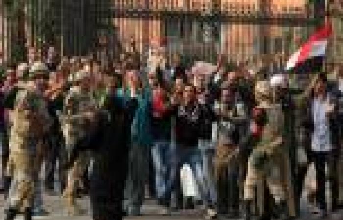 انتقال الاشتباكات بين «مؤيدي السيسي» ومتظاهري التحرير إلى «عبدالمنعم رياض»