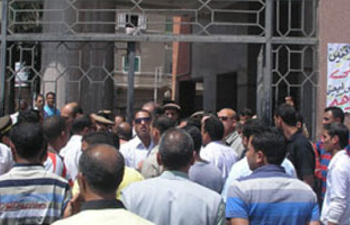 تظاهر سائقى مدينة السادات أمام ديوان عام المنوفية بسبب إلغاء التراخيص