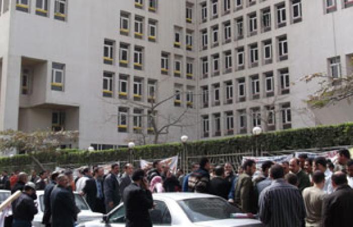 """موظفو """"المالية"""" يدرسون الإضراب العام بعد فشل مفاوضاتهم مع المسئولين"""