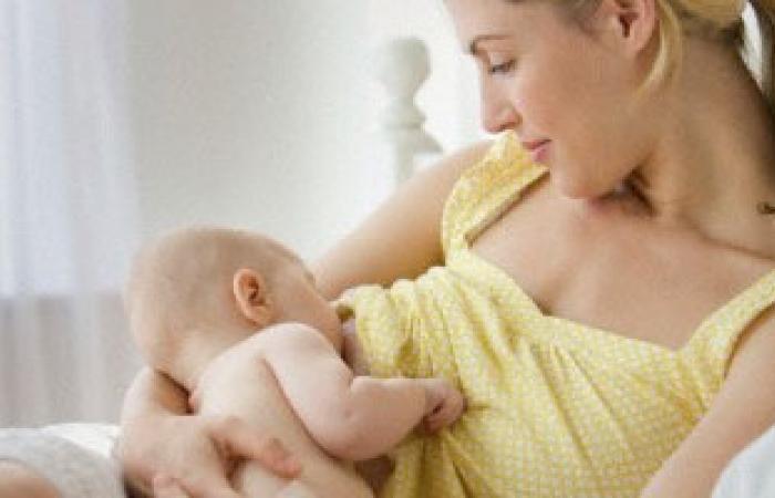 الإسراف فى إرضاع الطفل يسبب المغص