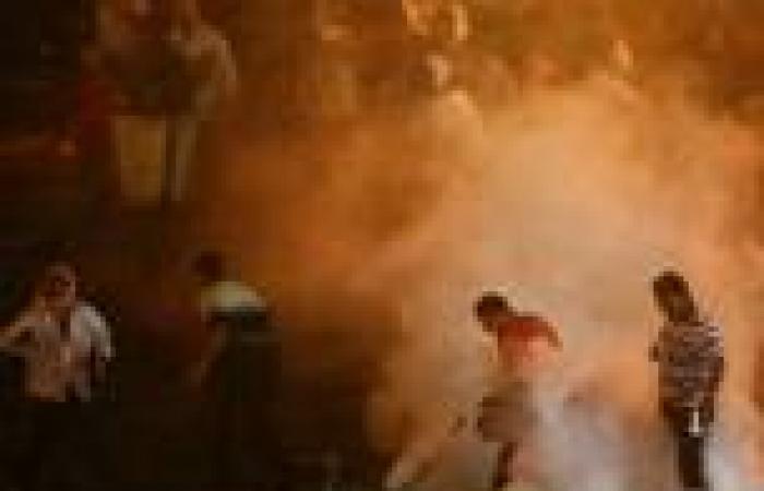 أمن أسوان يطلق قنابل الغاز لفض اشتباكات مع أنصار مرسي ويقبض على 8 منهم