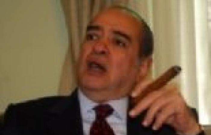 """فريد الديب: سأقاضي حسام عيسى لأنه """"لم يكن مؤدبا"""" مع مبارك"""