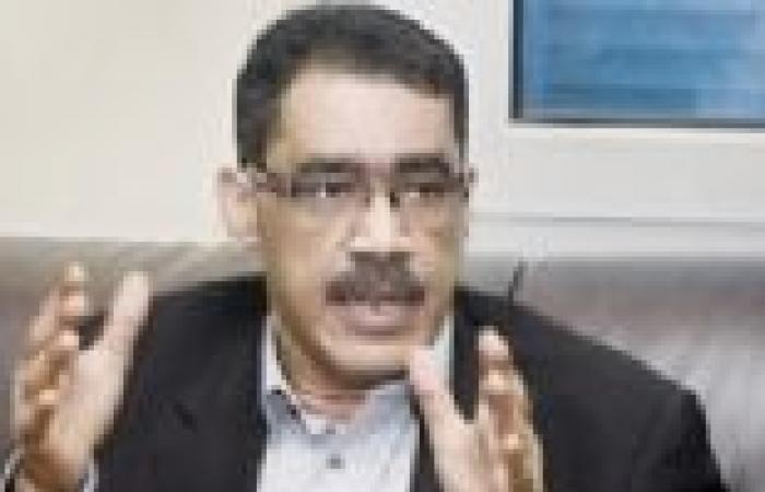 بعد تعرضه لوعكة صحية.. ضياء رشوان: هبطل السجاير يوم 25 يناير
