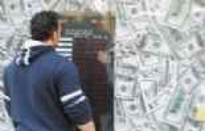 الدولار يستقر فى البنوك ويتراجع فى السوق السوداء