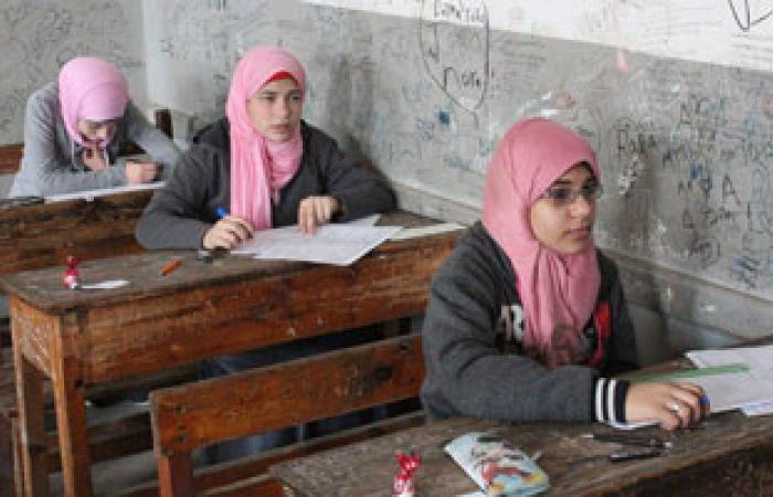 طلاب الإعدادية بالجيزة يشكون من صعوبة امتحان الدراسات الاجتماعية