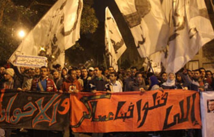 """معلمون يتظاهرون أمام """"الوزراء"""" للمطالبة بإدراجهم ضمن """"الأدنى للأجور"""""""
