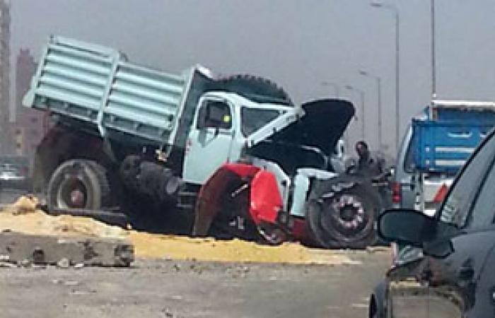 مرور الجيزة: حادثا تصادم أعلى المحور بدون إصابات وإزالة الحطام