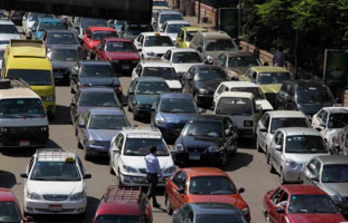 كثافات مرورية ببعض محاور القاهرة بسبب زيادة الأحمال