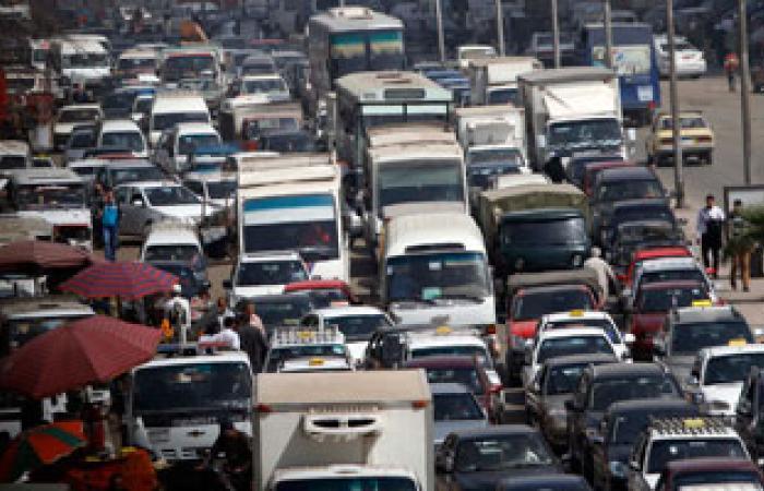 كثافات مرورية بسبب عطل فى مينى باص أعلى ميدان العباسية بطريق أكتوبر