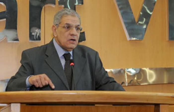 بدء اجتماع صناعة النسيج برئاسة إبراهيم محلب