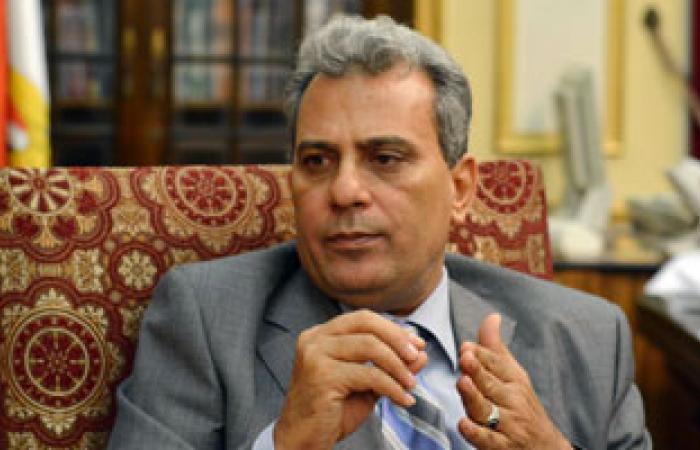 رئيس جامعة القاهرة يشيد باكتشاف كلية الآثار لمقبرة فرعونية