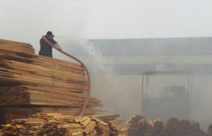 ماس كهربائى يتسبب فى حريق مصنع أخشاب بدمياط الجديدة