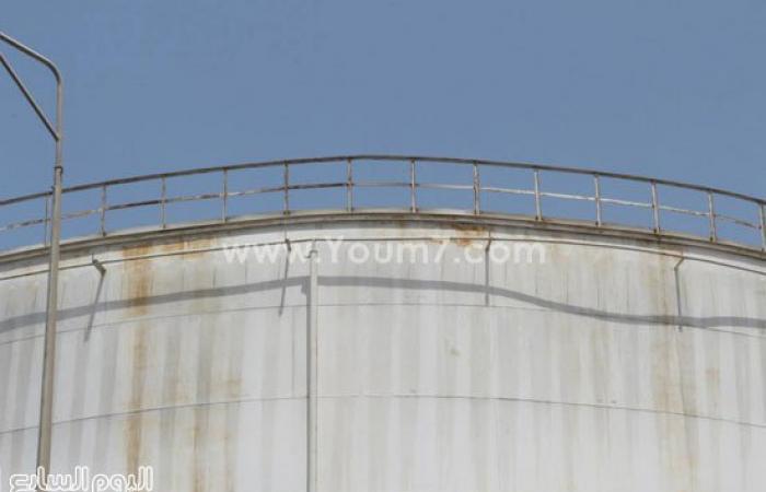 بالصور.. مناورة السيطرة على حريق بتنكات الغاز بميناء دمياط