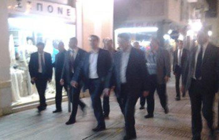 رئيس قبرص ورئيس وزراء اليونان يتجولان فى الشارع قبل ساعات من زيارة السيسى