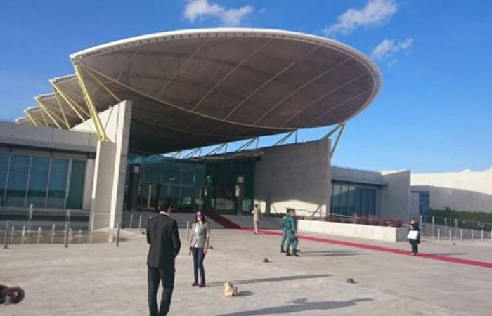 مطار مدريد يستعد لاستقبال الرئيس السيسى