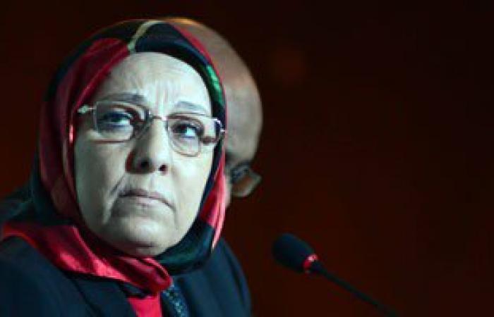 وزيرة القوى العاملة والهجرة تزور عمال محور قناة السويس 7 مايو