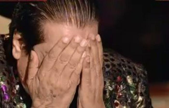 شعبان عبد الرحيم يجهش بالبكاء خلال قراءة الفاتحة لزوجته على الهواء