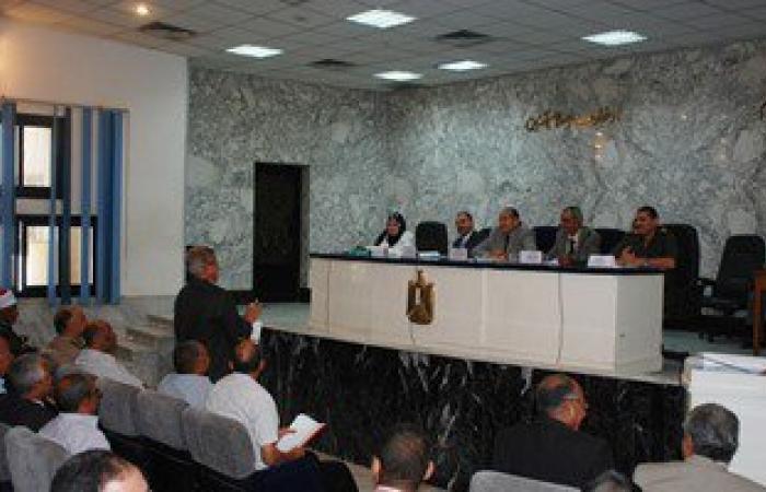 محافظ سوهاج يناقش مع المجلس التنفيذى فرص الاستثمار فى عدة مراكز