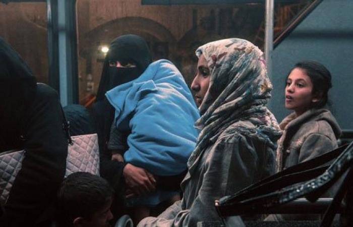 بالصور.. روسيا تجلى 118 شخصًا من اليمن