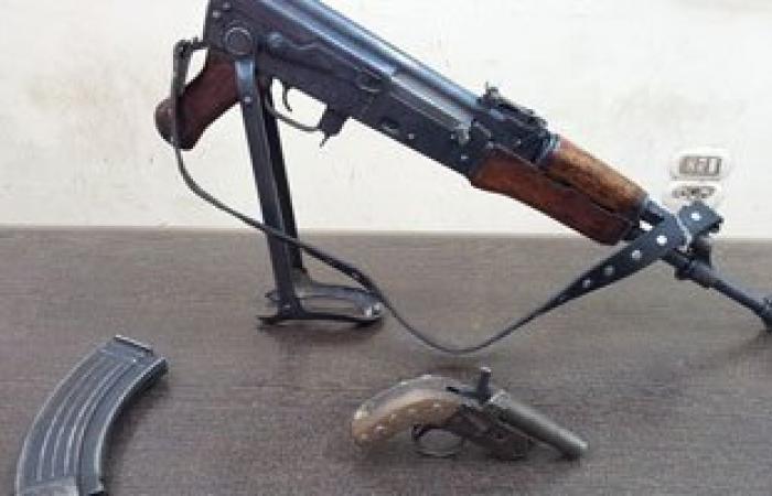 القبض على متهم هارب من تنفيذ أحكام بالإعدام وبحوزته بندقية آلى بالبحيرة