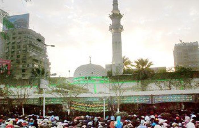 المصلون يتوافدون على ميدان مصطفى محمود لأداء صلاة العيد